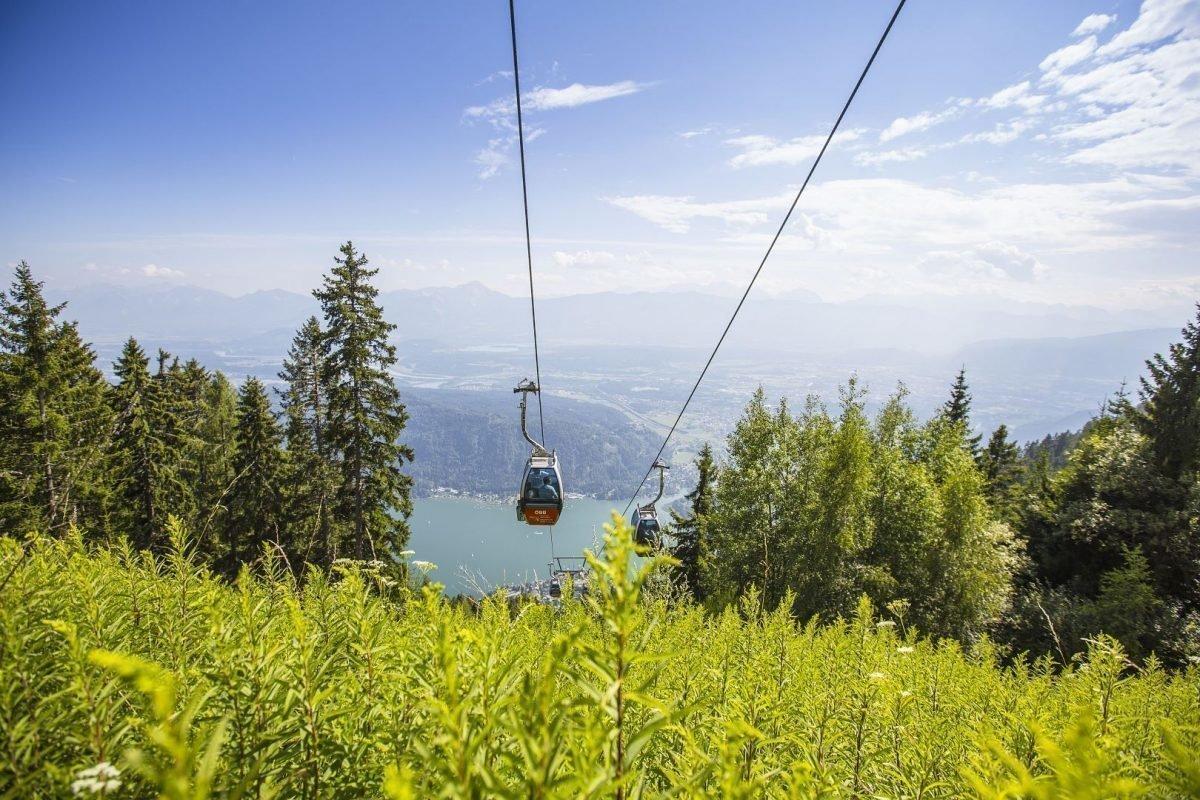 Wandern Gerlitzen Alpe Kärnten - mit Kanzelbahn bei Ossiacher See auf Gipfel