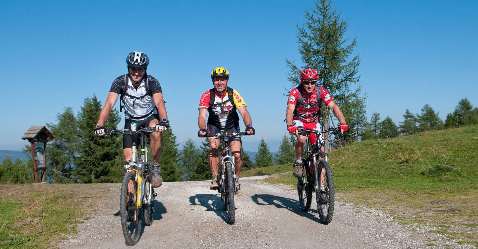 Mountainbiker auf Gerlitzen Alpe am Ossiacher See in Kärnten bei Urlaub in Pension Pilsachhof - Unterkunft Nähe Villach