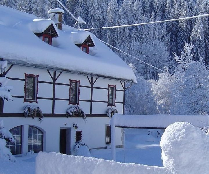 Winter in Hotel-Pension Pilsachhof in Arriach Nähe Skigebiet Gerlitzen Alpe Kärnten