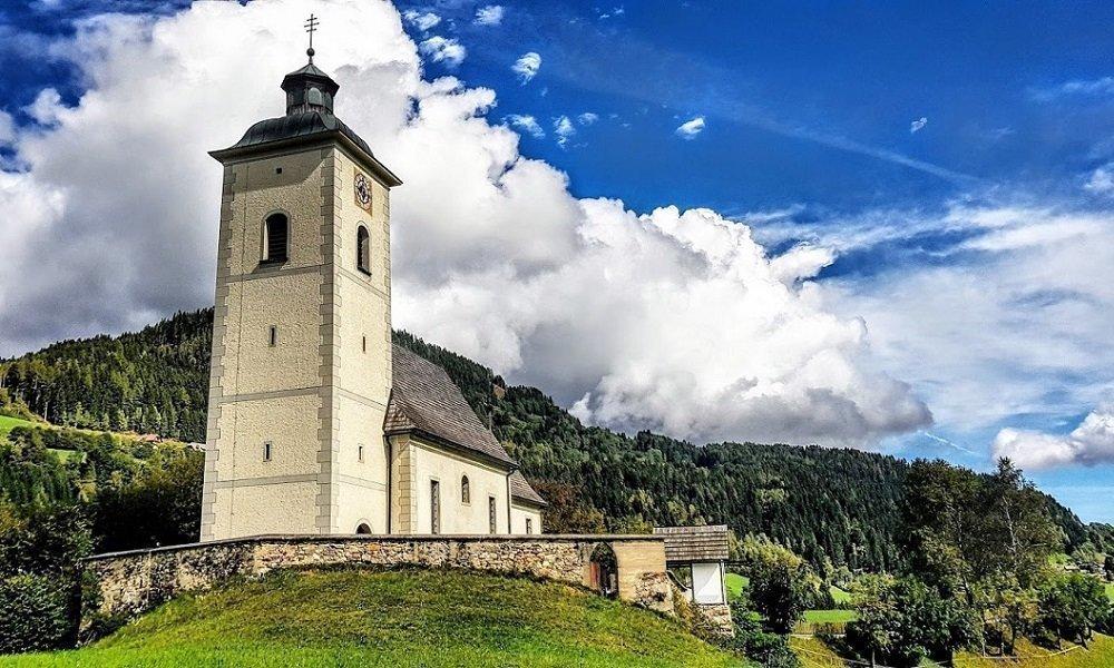 Wanderurlaub Kärnten Gerlitzen Nähe Villach am Ossiacher See Kirche Arriach